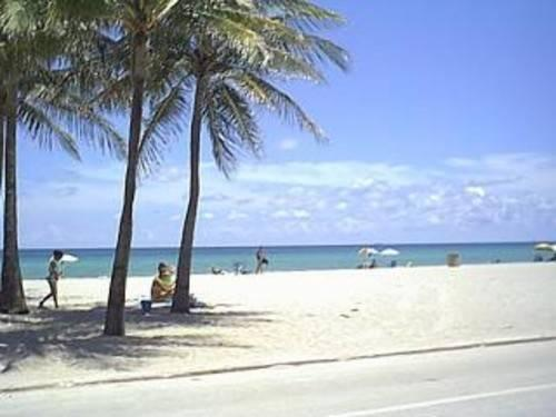 Summer hollywood beach getaway - $700/week or $1500/month
