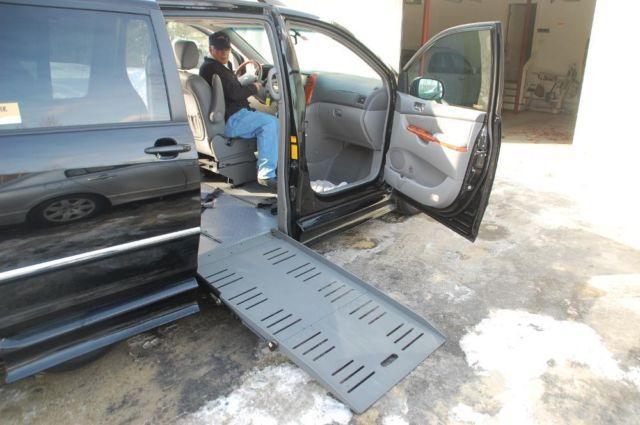 Toyota Sienna LTD wheelchair van - Braun Entervan II 53