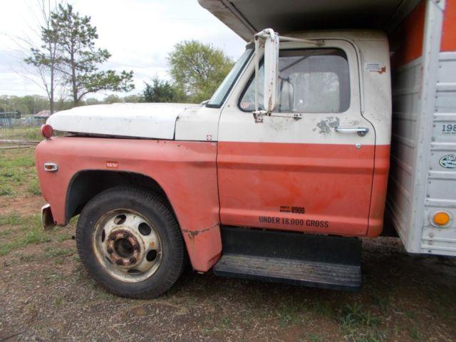 1972 F600 FORD UHAUL TRUCK - CAB AND CHASSIE ONLY