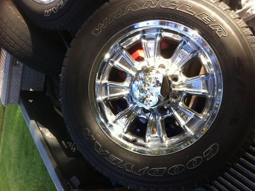 Set of 8 lug 17x9 aluminum wheels