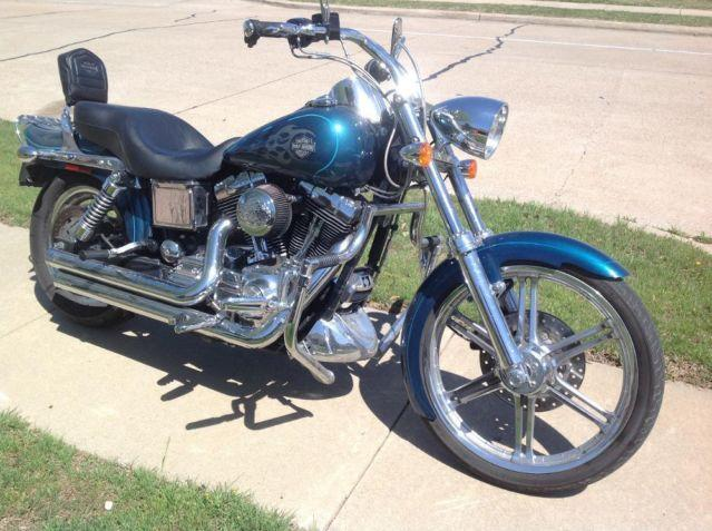 2005 ROAD KING CUSTOM- 19000 miles- Excellent condition