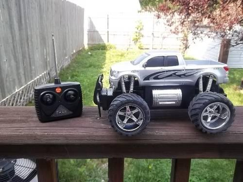 Mini Toyota Tundra Monster Truck 1/18 Scale Battery Powered