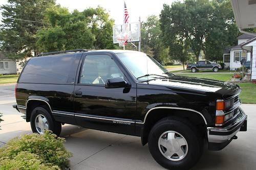 1999 chevy tahoe 2 door black for sale in belmond iowa classified. Black Bedroom Furniture Sets. Home Design Ideas