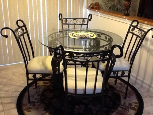Beautiful Glass Circle Table with 4 chairs/Metal Leaf Designs