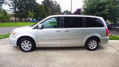 2011 Chrysler Town & Country 4 Door Passenger Van