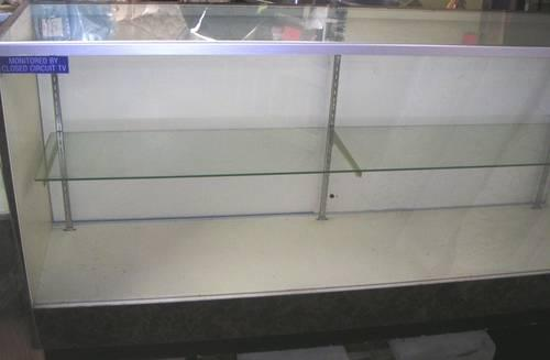 GLASS DISPLAY CASE 72