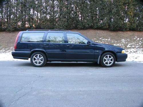 2000 Volvo V70 7 Passenger Wagon....NICE!