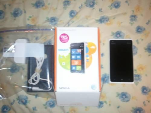 Nokia Lumia 900(white) w/accessories