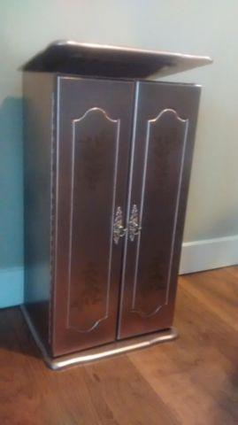 Jewelry Armoire Dorado Rosa and a Nightstand