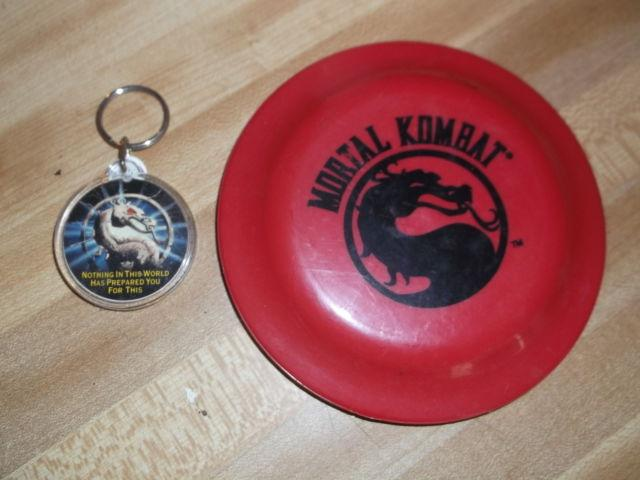 mortal kombat key ring and mini fresbee