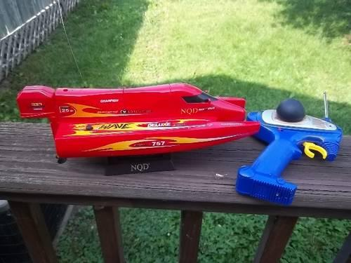 Mosquito Craft RC Mini Boat With Stand