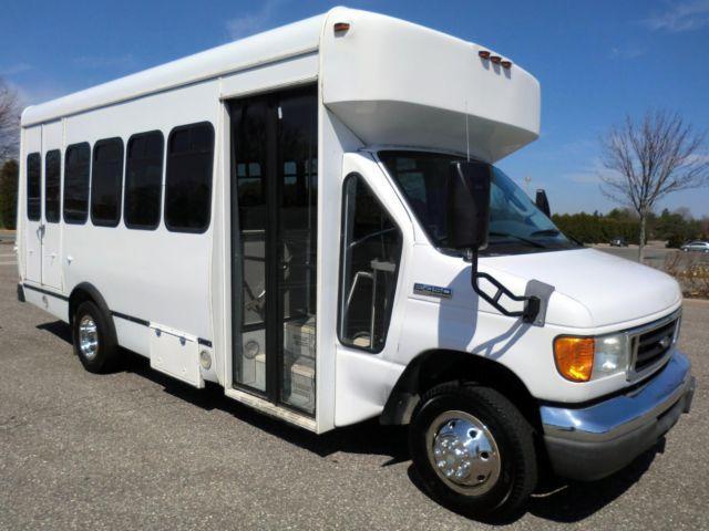 2006 Ford E450 Non-CDL Wheelchair Bus in Excellent Condition!