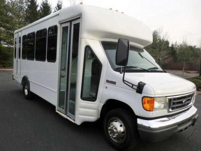 2006 Ford E450 Non-CDL Wheelchair Shuttle Bus w/ only 42K Miles!
