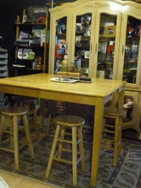 DININGROOM TABLE W/6 STOOLS & LIGHTED CHINA CABINET SOLID WOOD W/LEAF