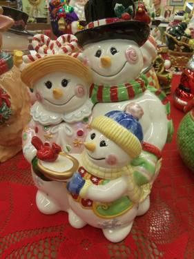 Fitz & Floyd Classics Frosty Friends Cookie Jar & Seasonal 2005