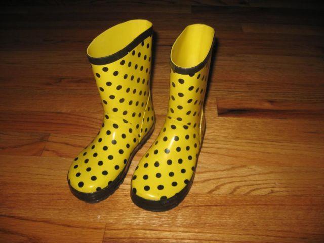 Kid size 11 ~ Rain Boots ~ Cute ~ Nice & Clean!
