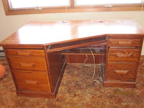 beautiful oak wood desk-geat shape