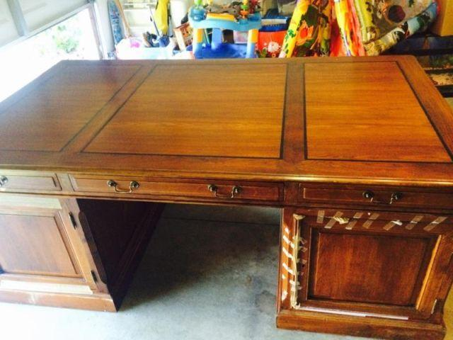 Beautiful executive desk 1,200.00