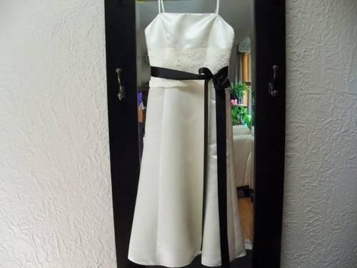 Mid-Length (tea length)wedding dress Size 6