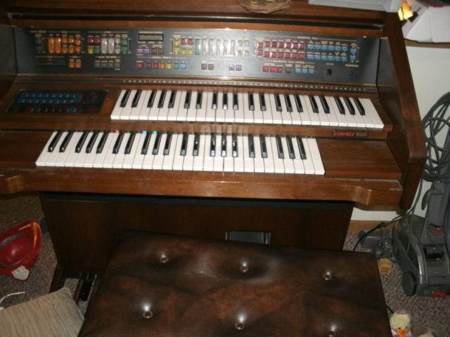NEW PRICE!!!!!LOWERY ROLL TOP electric piano/organ $150