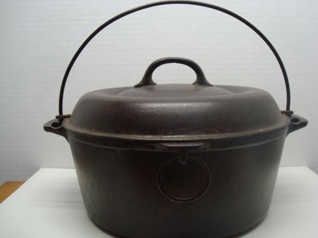 Vintage Cast Iron Bean Pot Kettle/ Fayorite Piqua Ware Smiley Face