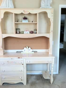 Desk with Hutch for Girls bedroom