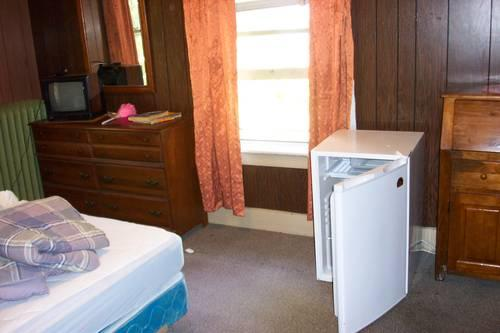 SEYMOUR NEAR NEW HAVEN FURNISHED ROOM FOR ONE PERSON PRICE $135.00 WEE