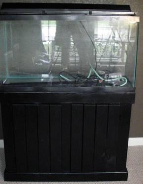 30 gallon tall aquarium, good shape, no leaks