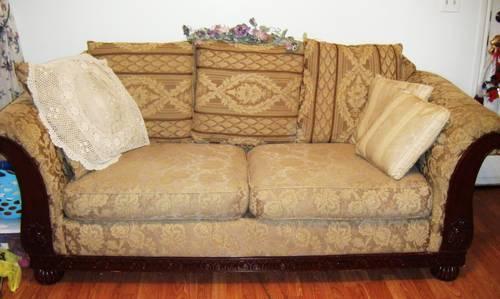 Vintage Victorian Overstuffed Sofa in Great shape