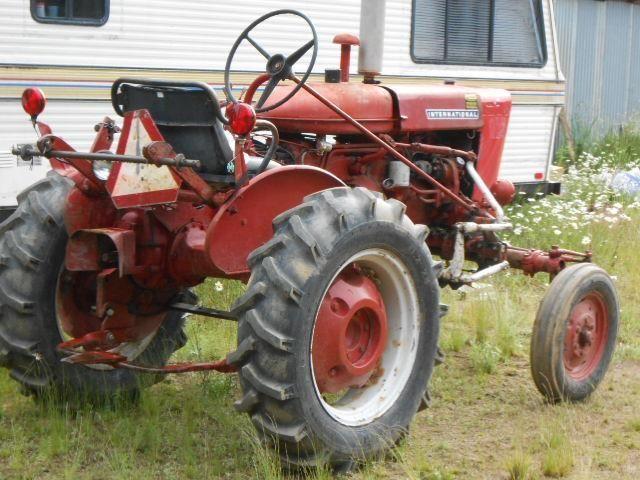 1974 140 International Tractor