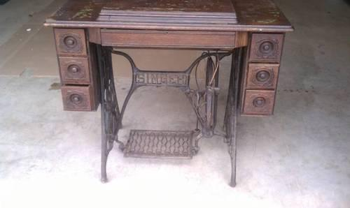 1902 Singer Treadle Sewing Machine w/ 7 Drawers