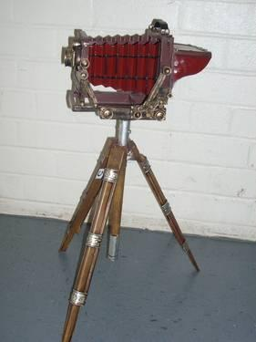 ANTIQUE-LOOKING CAMERA ON TRIPOD