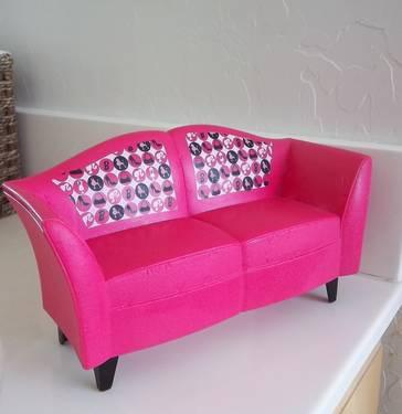 Barbie..............plastic couch - play furniture