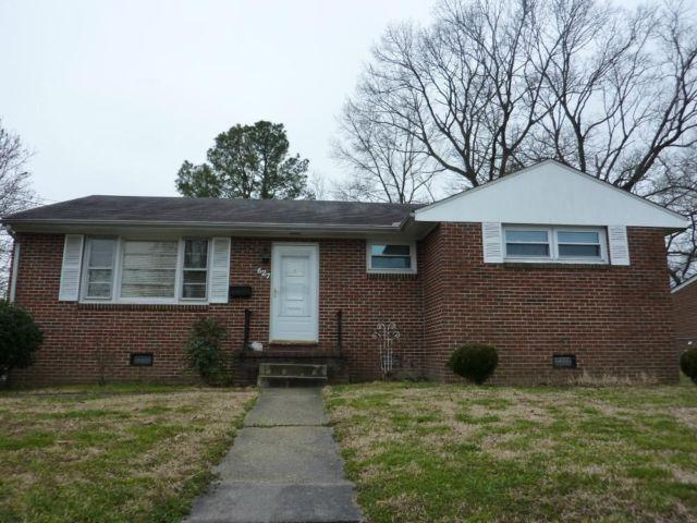Single Family Home for Sale in Colonial Heights