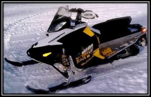 2011 Ski-Doo MXZ 800R E-TEC Snowmobile - 470 Miles