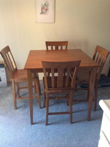 ROUND WOODEN DINING TABLE W/4 CHAIRS