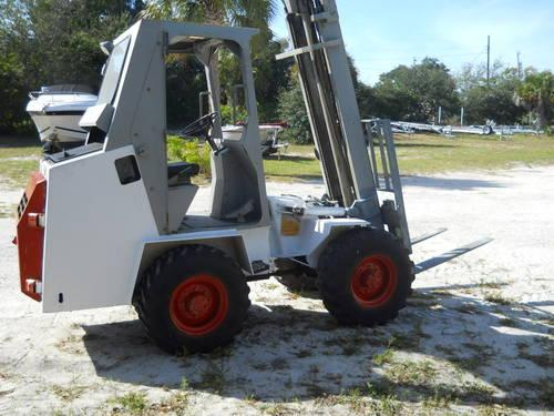 BOBCAT ROUGH TERRIAN FORKLIFT