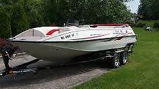 2005 21' Sun Tracker Deck Boat