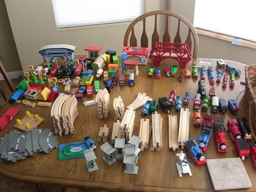 THOMAS THE TANK ENGINE WOODEN TRAIN TRACK AND MANY EXTRAS