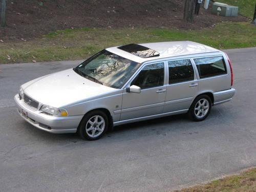 2000 Volvo V70 Wagon...Nice Car
