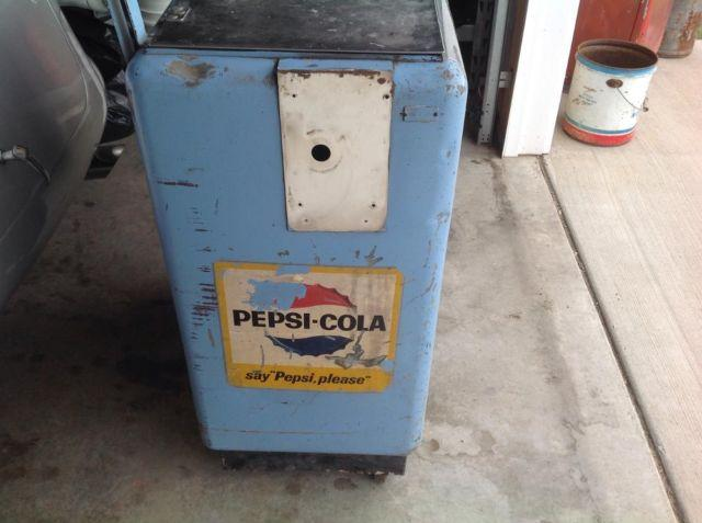 Pepsi Ideal Machine with Raised Letters